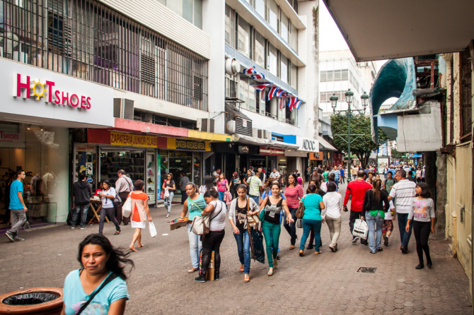 Busy Streets in San Jose Costa Rica as people start their 2 Week Itinerary for Traveling in Costa Rica