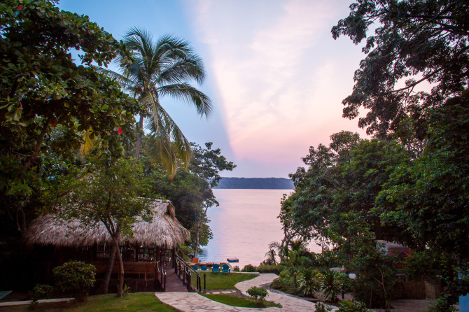 Laguna de Apoyo Sunrise Romantic