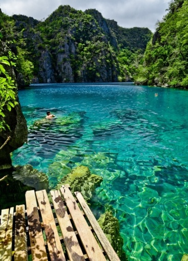 Beautiful Clear Water in Thailand for Diving and Swimming