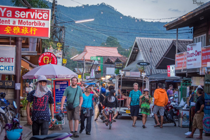 Walking-Street-in-Pai-Thailand
