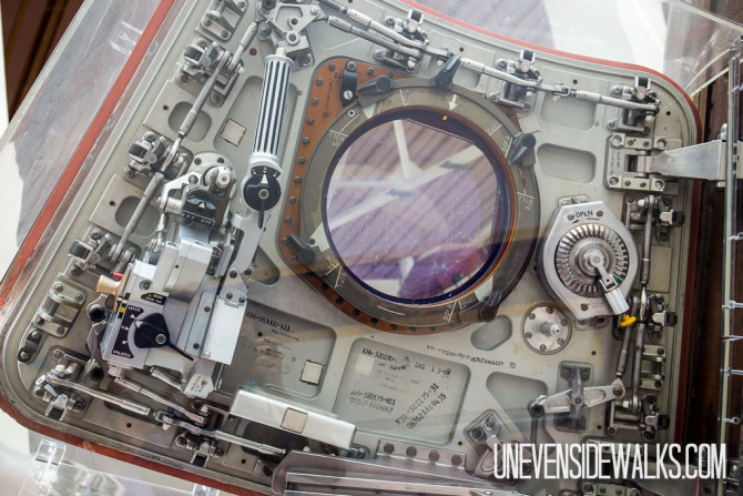 Orbiter Door with Crazy Sealing Mechanism
